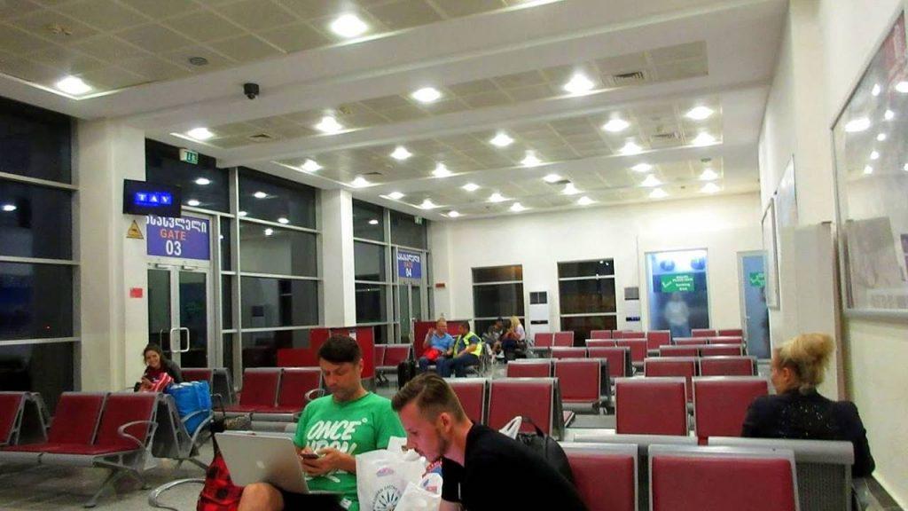 Места для ожидания и ворота для выхода на посадку, Международный аэропорт Батуми, Грузия
