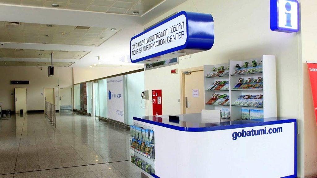 Стойка справочной службы аэропорта , Международный аэропорт Батуми, Грузия