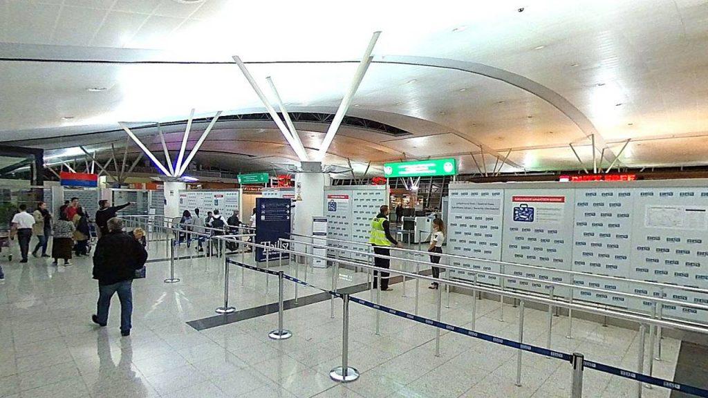 Проход в зону таможенного контроля, Аэропорт Тбилиси, Грузия