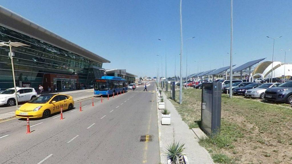 Подъезд к зданию терминала аэропорта, Аэропорт Тбилиси, Грузия