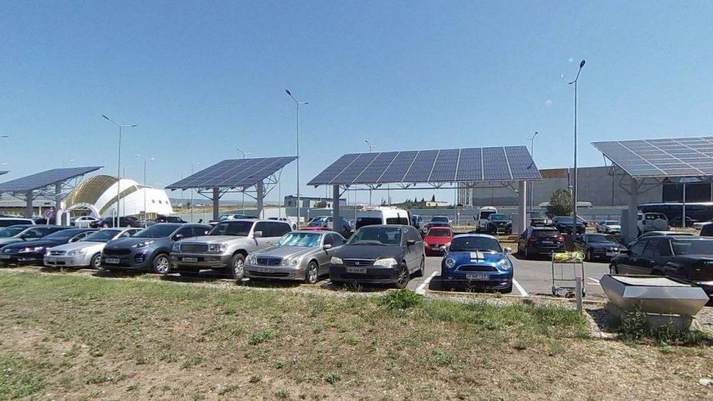 Парковка перед аэропортом Тбилиси, Аэропорт Тбилиси, Грузия