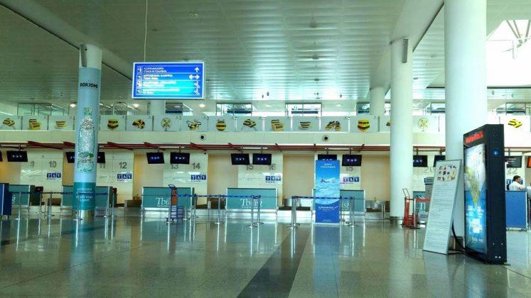 Стойки регистрации в терминале аэропорта, Аэропорт Тбилиси, Грузия
