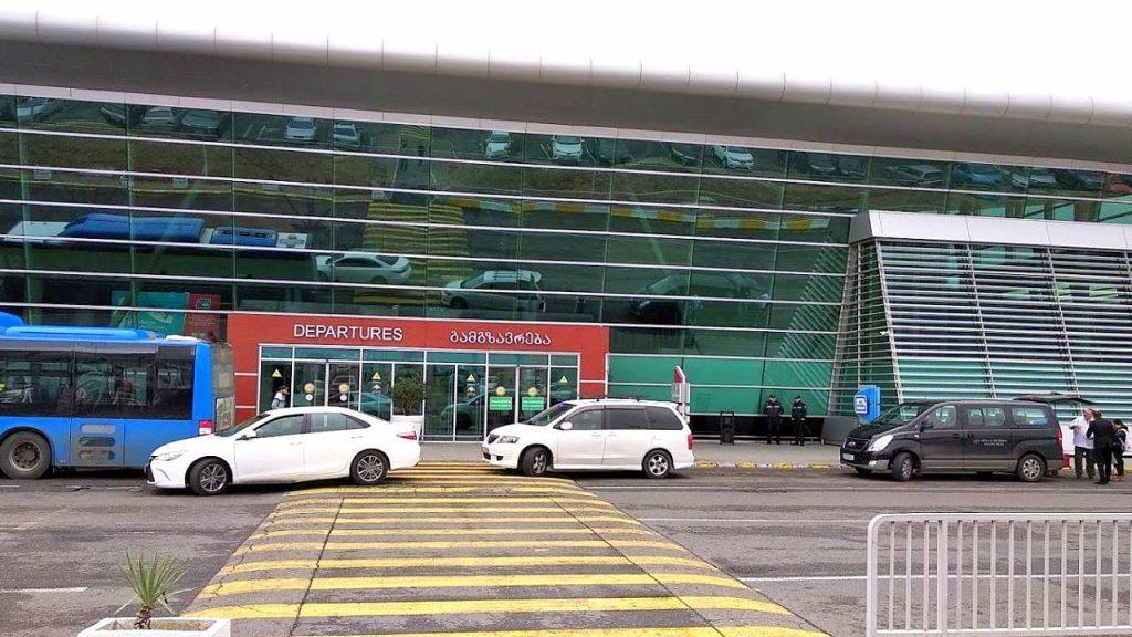 Вход в здание терминала, Аэропорт Тбилиси, Грузия