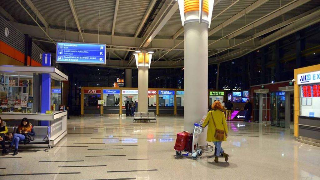 Общий вид холла аэропорта, Аэропорт Тбилиси, Грузия