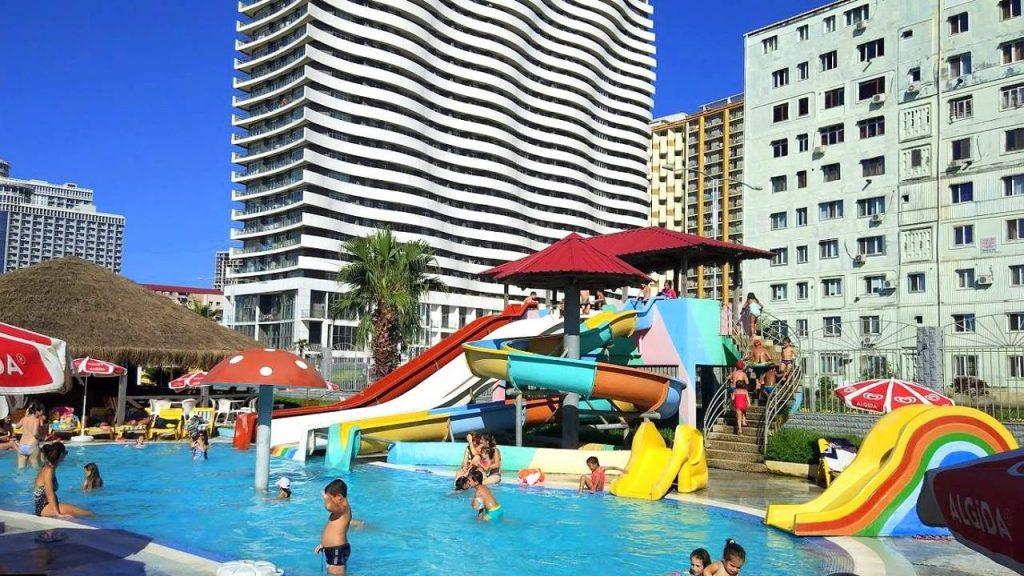 Бассейн на детской площадке, Аквапарк, Батуми, Грузия