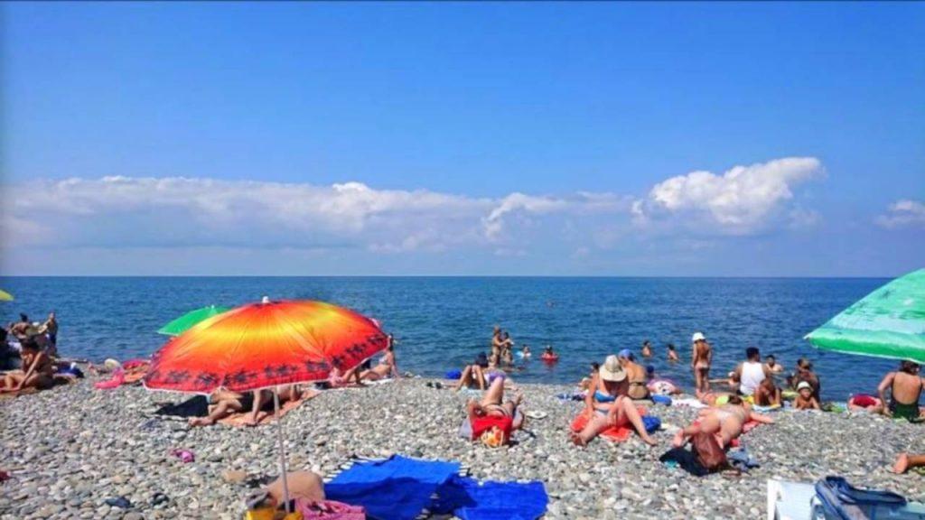 Пляж возле озера Ардагани, пляжи Батуми, Грузия,