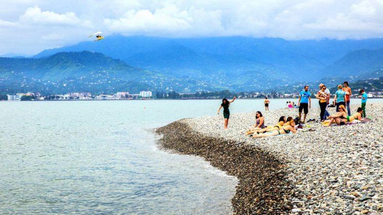 Галька на городском пляже, городской пляж, Батуми, Грузия