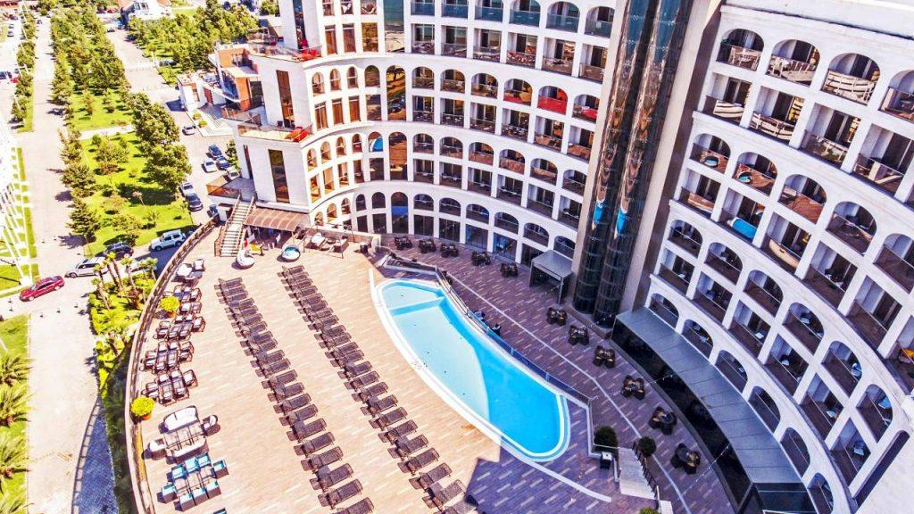 Открытый бассейн отеля, Colosseum Marina Hotel, Батуми, Грузия