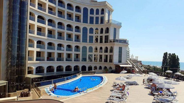 Бассейн перед отелем, Colosseum Marina Hotel, Батуми, Грузия