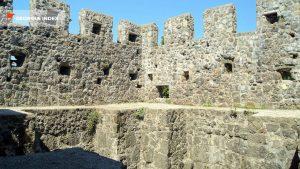 Бойницы на стенах крепости, Крепость Гонио, Грузия