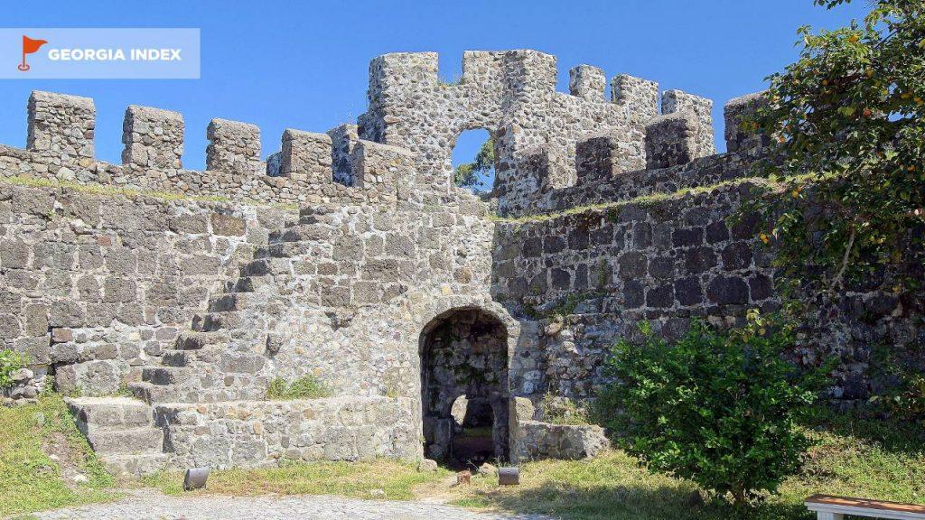 Лестница для поднятия на стены крепости, Крепость Гонио, Грузия
