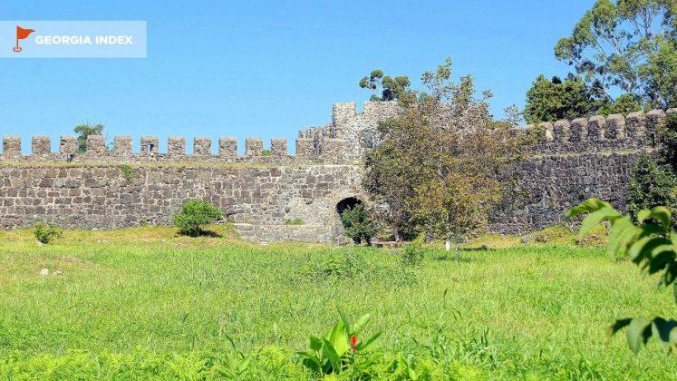Внешний вид стены крепости Гонио, Крепость Гонио, Грузия