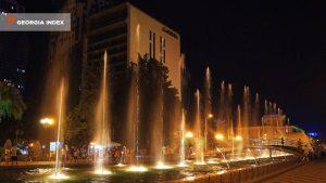 Ночной вид поющих фонтанов на бульваре, поющие фонтаны, Батуми, Грузия