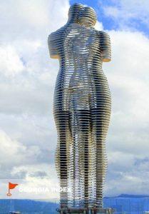 Статуя Али и Нино, парк чудес Батуми, Грузия