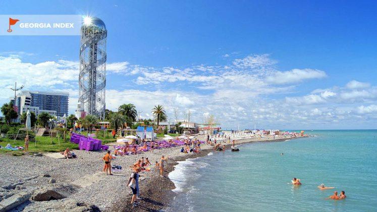 Побережье городского пляжа возле парка чудес, городской пляж, Батуми, Грузия