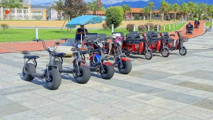 Машинки на прокат для детей, парк чудес Батуми, Грузия