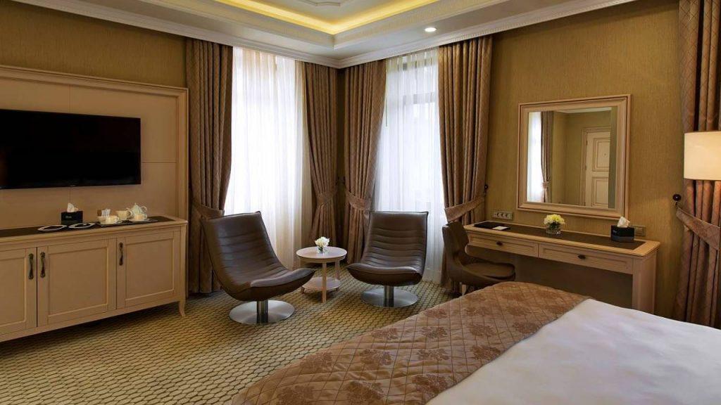 Угловой люкс номер Corner Suites, Отель Divan Suites Batumi, Батуми, Грузия