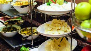 Закуски шведского стола ресторана Divan Pub, Отель Divan Suites Batumi, Батуми, Грузия