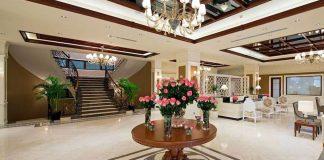 Главная лестница в холле , Отель Divan Suites Batumi, Батуми, Грузия