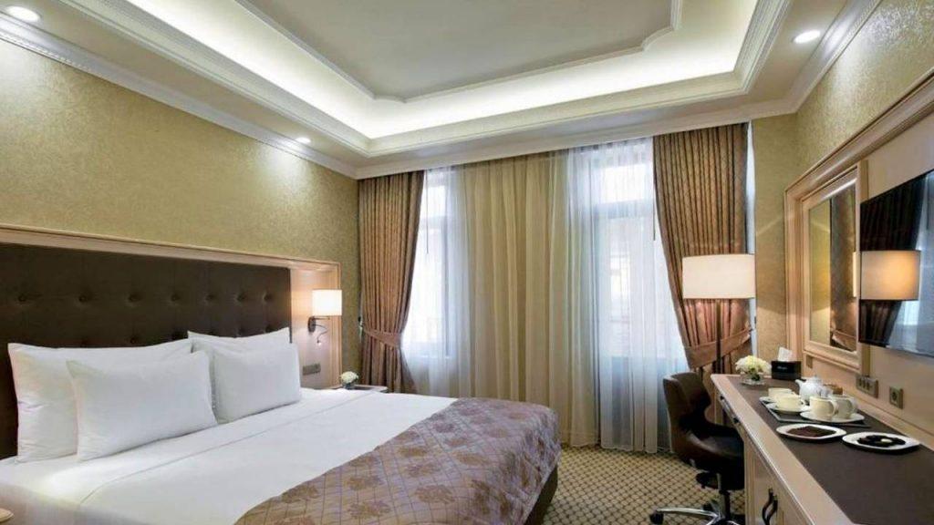 Полулюкс Deluxe Room, Отель Divan Suites Batumi, Батуми, Грузия