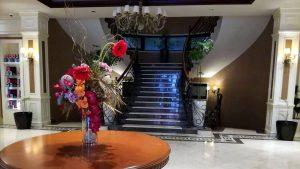 Лестница в холле отеля, Отель Divan Suites Batumi, Батуми, Грузия