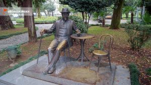 Памятник садоводу-декоратору Михаилу Д`Альфонсу, набережная Батуми, Грузия