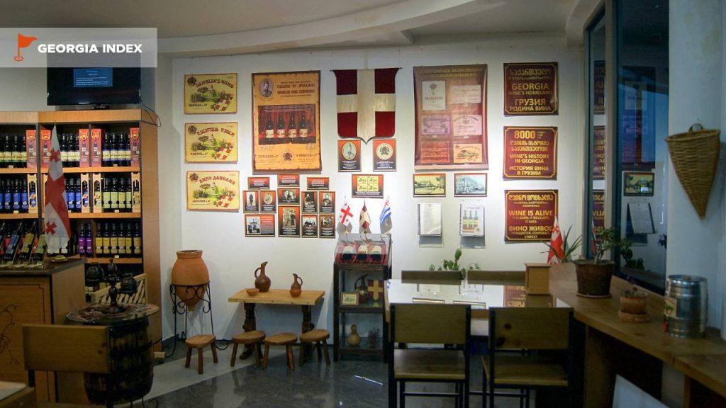 Дегустационный магазин вина Danelia's Wine Museum, набережная Батуми, Грузия