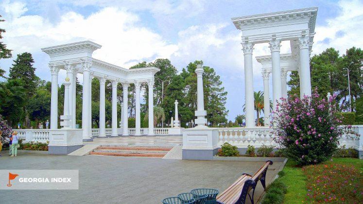 Колоннада , набережная Батуми, Грузия