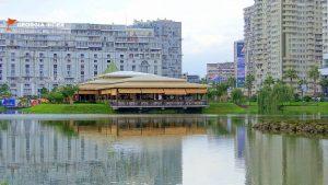 Ресторан на острове озера Ардагани, набережная Батуми, Грузия