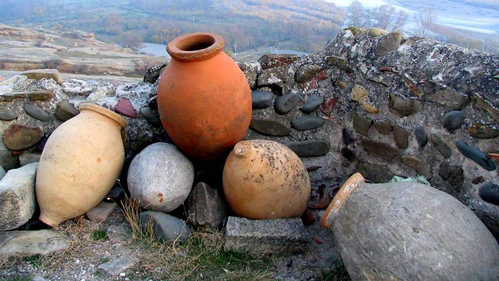 Кувшины квери для брозжения вина, Грузинское вино, Грузия
