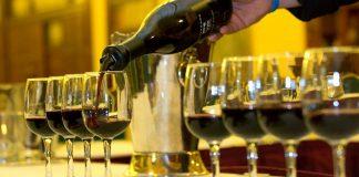 Наполнение бокалов для дигустации вина, Грузинское вино, Грузия