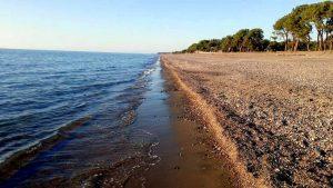 Черное море и галечные пляжи Кобулети, Кобулети, Грузия