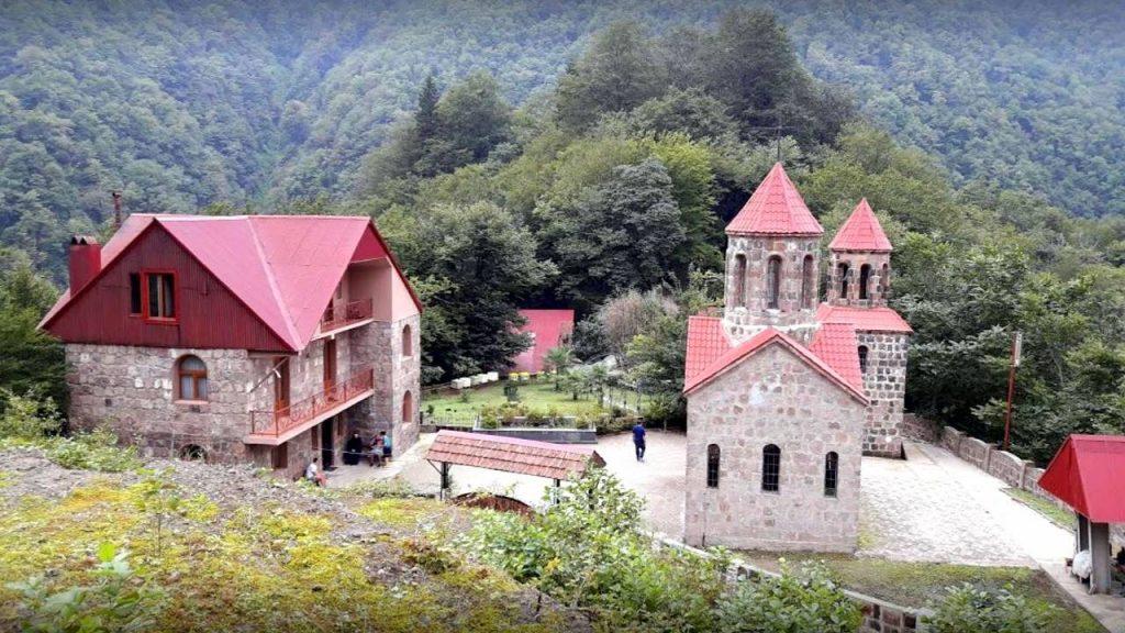 Старинный монастырь на территории парка Кинтриши, Кобулети, Грузия
