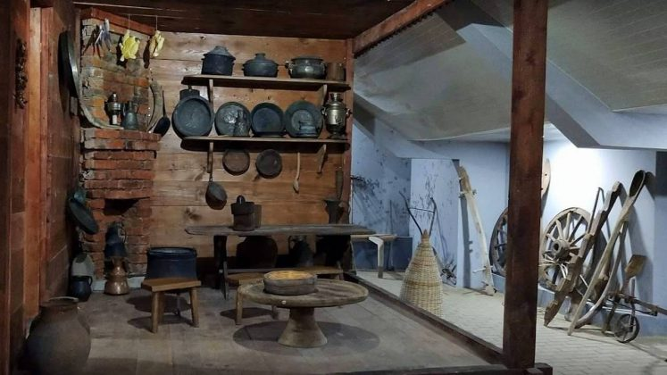 Экспозиция быта в Краеведческом музее Кобулети, Кобулети, Грузия