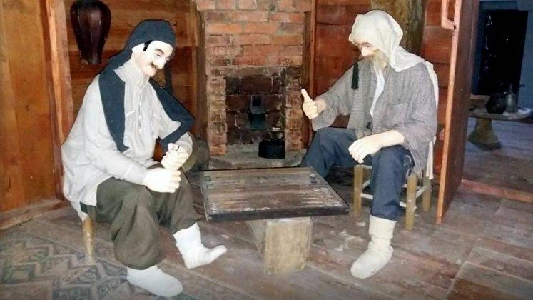 Одежда крестьян в краеведческом музее, Кобулети, Грузия