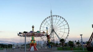 "Колесо обозрения в парке ""Цицинатела"", Кобулети, Грузия"
