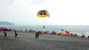 Водные развлечения на пляжах Кобулети, Кобулети, Грузия