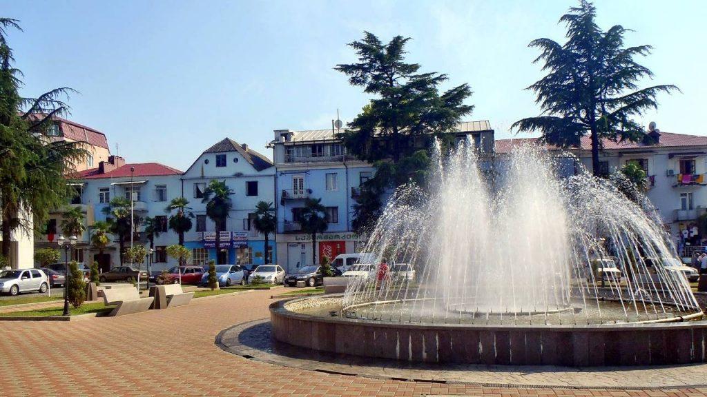 Площадь города с фонтаном, Кобулети, Грузия