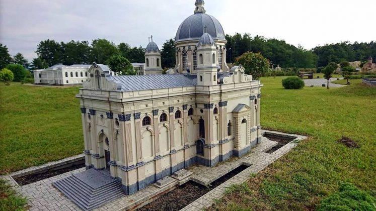 Храм в миниатюре, Кобулети, Грузия