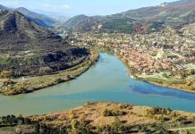 Общий вид на город и реки Кура и Арагни, Мцхета, Грузия
