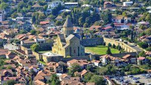 Вид на территорию храма Светицховели сверху, Мцхета, Грузия