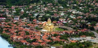 Общий вид центра города Мцхета, Мцхета, Грузия