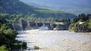 Плотина на реке Кура недалеко от Мцхеты, Мцхета, Грузия