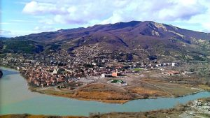 Вид на город с горы Джвари, Мцхета, Грузия