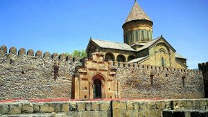 Ворота для входа на территорию храма Светицховели, Мцхета, Грузия