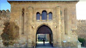 Ворота с внутренней стороны территории храма Светицховели, Мцхета, Грузия