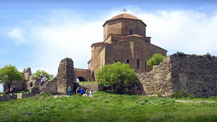 Храм Джвари летом, Мцхета, Грузия