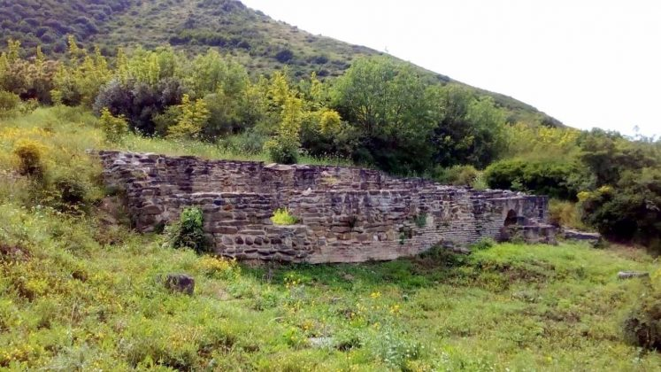 Древняя стена города Армази, Мцхета, Грузия