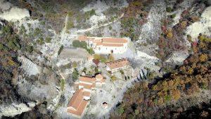 Вид сверху на всю территорию Шио-Мгвимского монастыря, Мцхета, Грузия