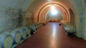 Хранение вин в бочках винодельниШато-Мухрани, Мцхета, Грузия
